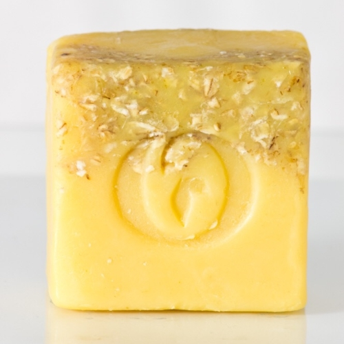 Our Turmeric cleansing bar is a gently exfoliating facial cleansing bar loaded with tons of amazing skin properties.