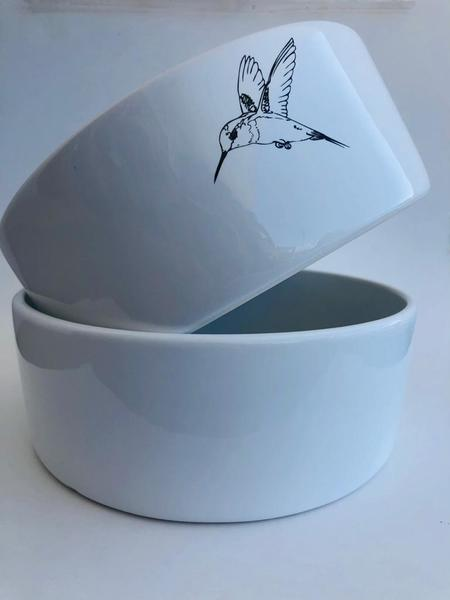 These beautiful salad bowls provide the perfect background for your favourite summer salad. 