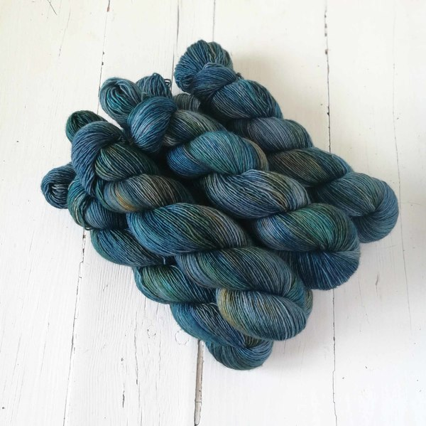 This is another of my personal favourites! Dirty Indigo is a rich, layered teal-indigo  with a hint of underlying caramel here and there. It pairs very well with Cielo.
