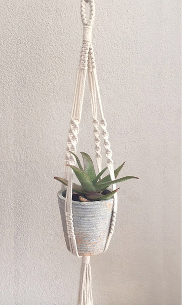100% cotton rope or jute Length from top of the hoop to the bottom of the pot is between 70 &80cm Will hold pot of 18-25cm diametre (top of pot) Pot not included  Options:(Please specify in the comments which you would prefer) Jute rope Wooden hoop or knotted hoop for hanging