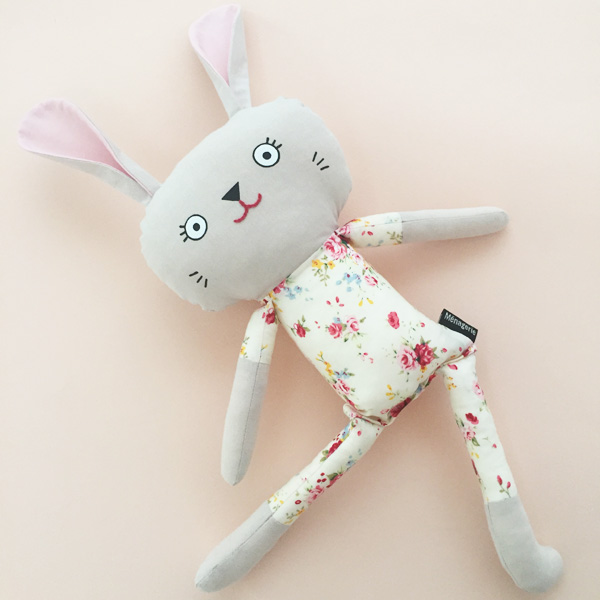 Pyjama bunny - Easter flowers