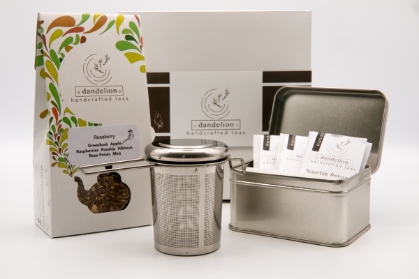 Gift set with strainer - handle