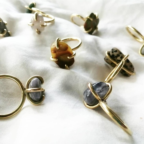 STONE CLAW Rings with Clear Quartz