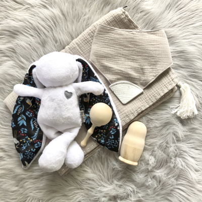 This Tiger Lily Gift Set comprises the following products...