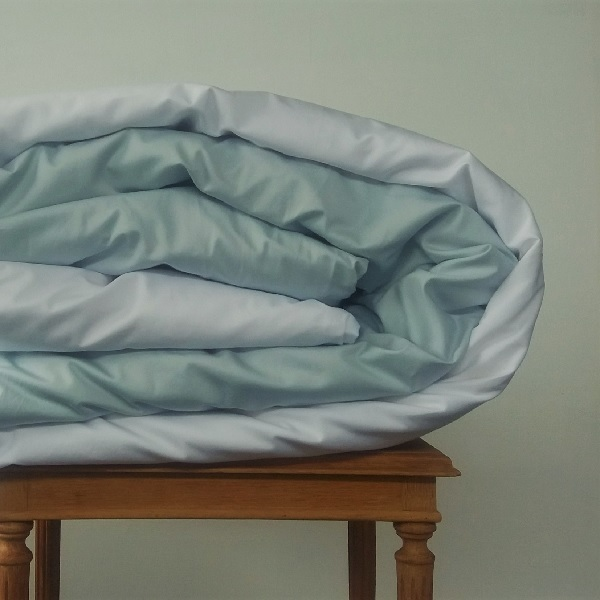 Signature Collection - Two Tone Reversible Duvet Cover - Breeze and White