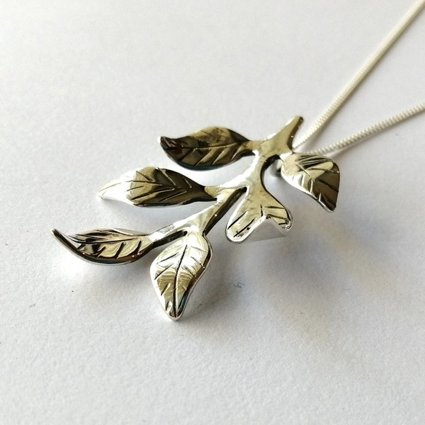 LEAFY Necklace